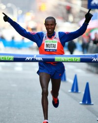 Geoffrey Mutai easily wins the  2014 NYC Half. (PhotoRun/NYRR)